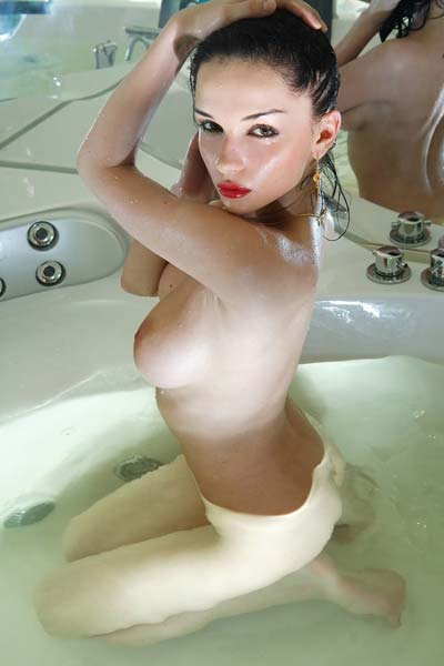 Irresistible Jenya D takes a hot bath