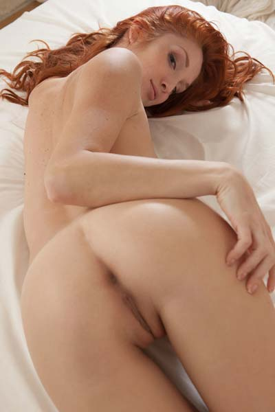 Redhead babe with hot melons Michelle H posing on the bed