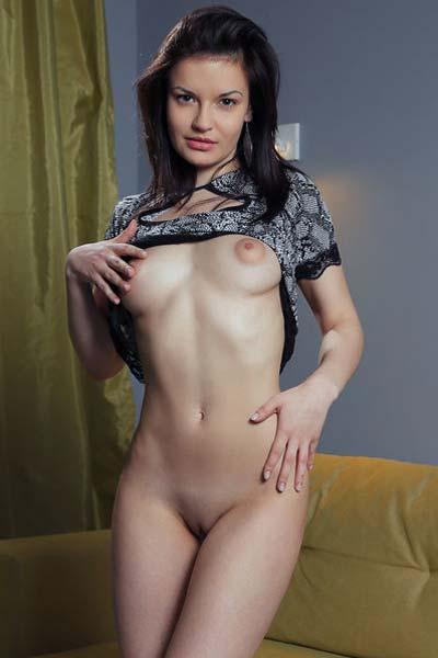 Dulcia showcases her sexy round ass eroticaly