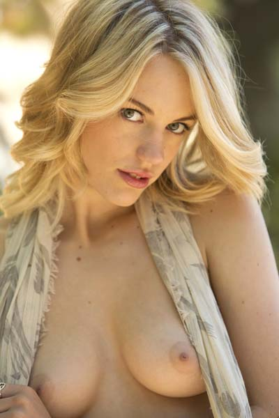 Blake Bartelli sensually exposes her attributes outdoors