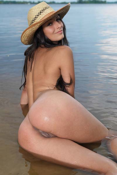 Yarina A fires up the beach with her unbelievable curves