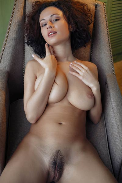 Bombastic babe Pammie Lee displays her big round boobs and tight pussy shamelessly