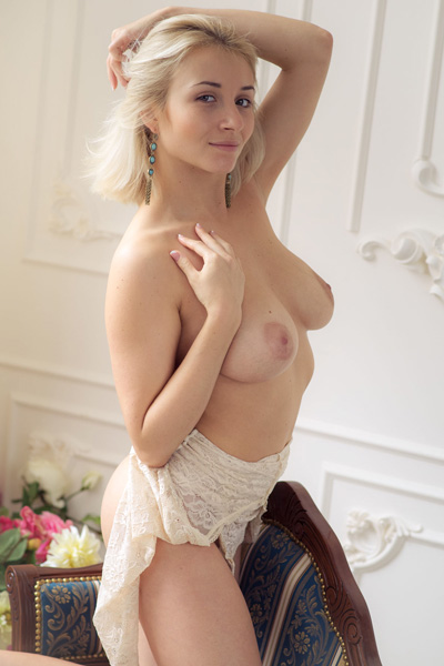 Platinum blonde Isabella D takes off her lingerie to shows off her big pussy lips