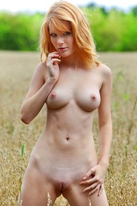 Stripping her tight dress outdoors in a meadow just for your sex thirsty eyes