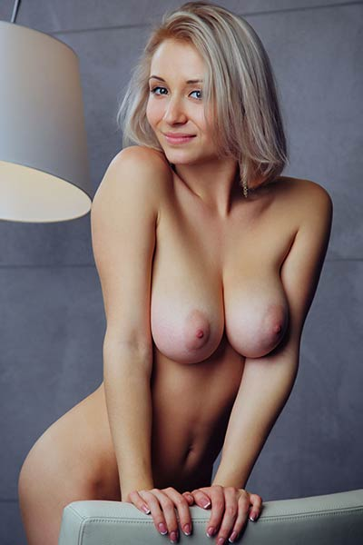 Busty chick Isabella D plays with her tits and pussy just for your eyes