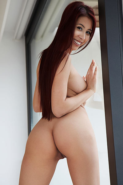 She is beautiful she is hot she owns perfect curves and her nama is Paula Shy