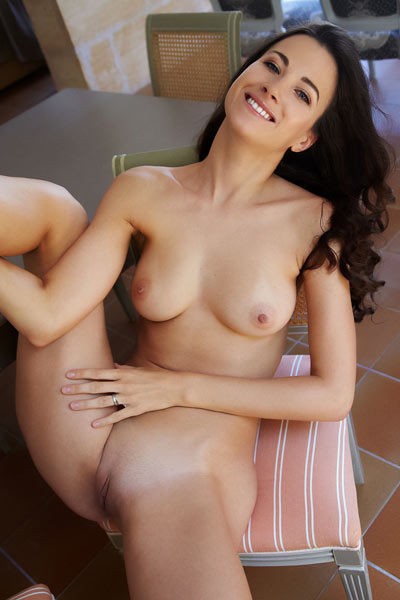 Gorgeous Lauren Crist has such an amazing body which she gladly shows to you