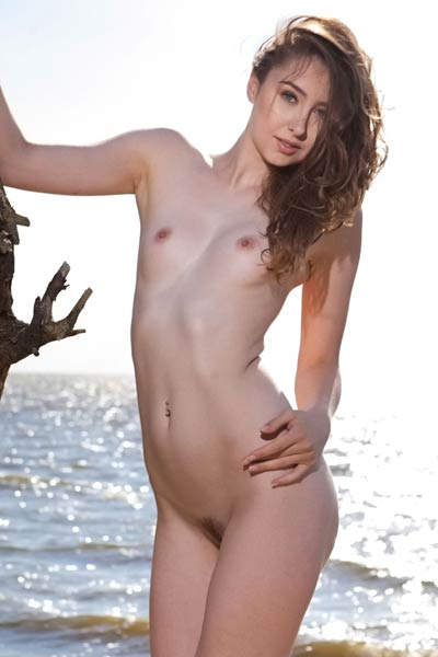 Sexy babe Ginger Frost is on lonely beach all naked ready for some action