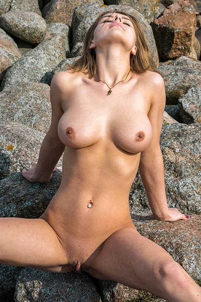 Yelena takes off her blue clothes and shows off her big juicy boobs on the seashore