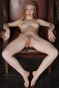 Lola Chic is one naughty blonde with a lot to show