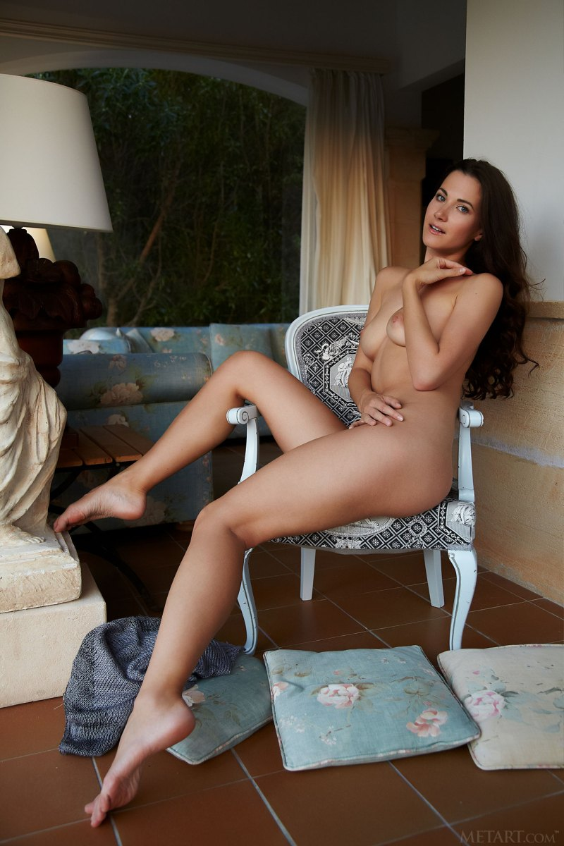 https://f6j6u6m9.ssl.hwcdn.net/content/180267/lauren-crist-beautiful-brunette-showcasing-her-amazing-natural-body-20.jpg