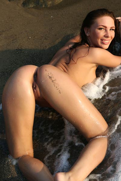 Galina A hottie with amazing body curves is waiting you all naked on the beach