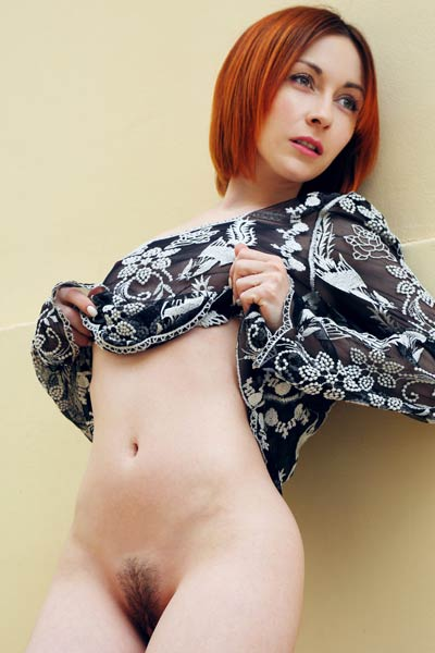 Slim redhead chick simply adores to show off her slim natural body
