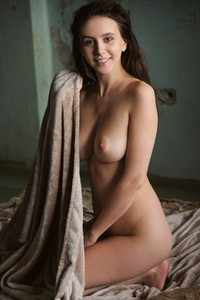 Alisa Amore gets naked and poses with some style for you