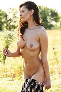Brunette goddess Suzanna A exposes her curves on the flowery field