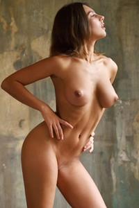 Majestic babe shows off her athletic body with beautiful round breasts