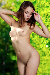 Extraordinary beautiful babe exposes her nubile body in nature