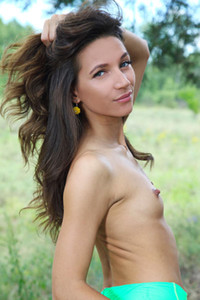 Alluring brunette Kenya strips naked in nature and sensually poses naked