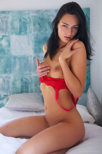 Smoking hot brunette Lee Anne exposes her stunning tanned body in front of the camera