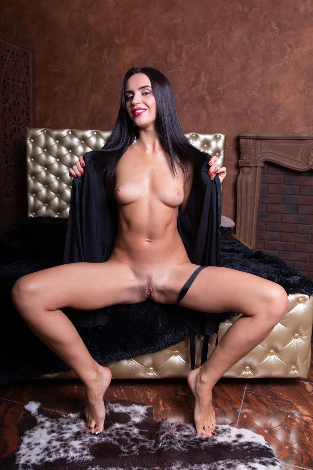 Leyla Lee Nude In In Leather