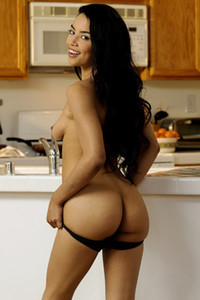 Extremely hot ebony bombshell presents her curves on the kitchen desk