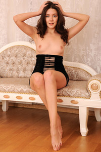 Fabulous brunette dame strips and flaunts her magnificent feminine body